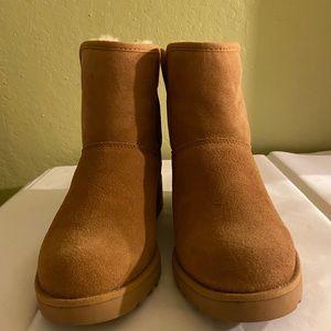 New UGG Women Kristin Winter Boots.